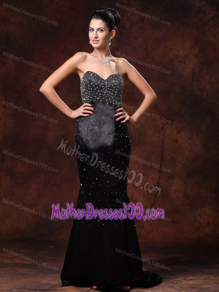 Sweetheart Brush Train Black Mother of the Bride Dresses with Beadings