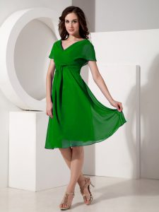 Short Sleeves Knee Length Ruching Zipper Mother of the Bride Dress with Green