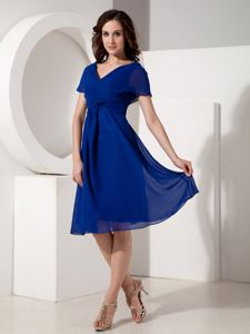 Elegant Ruched V-neck Knee-length Mother of the Groom Dresses in Royal Blue