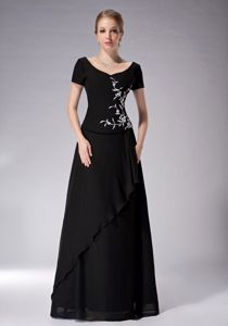 Short Sleeves for Black Scoop Appliques Mother of the Bride Dress