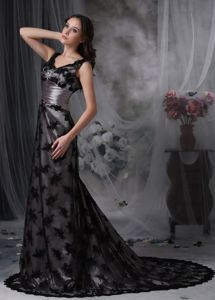 Beading Black V-neck Column Lace Mother of the Bride Dresses with Court Train