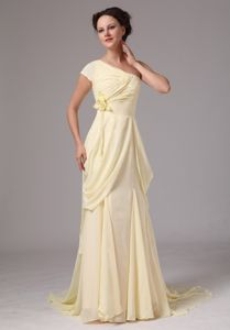 One Shoulder Light Yellow Mother of the Bride Dresses with Hand Made Flower
