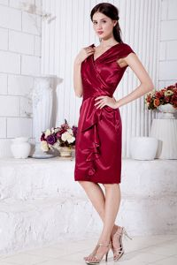 Wine Red Knee-length Ruched Mother Bride Dress V-neck