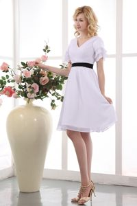 White A-line V-neck Chiffon Ruched Mother of the Bride Dresses Mini-length