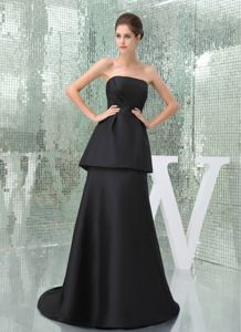 Simple Brush Train Strapless Black Mother Bride Dress with Peplum