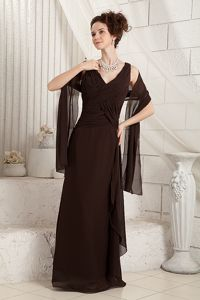 Exquisite Brown V-neck Mother Bride Dresses with Ruched Bodice
