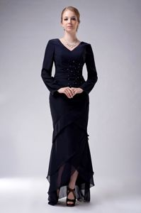 V-neck High-low Chiffon Beading Mother Bride Dress in Navy Blue