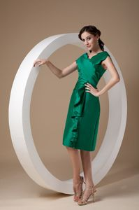 Green V-neck Knee-length Taffeta Mother Bride Dress with Ruches