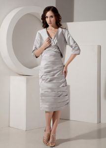 Modest Ruched V-neck Tea-length Taffeta Mother of the Bride Dresses in Grey