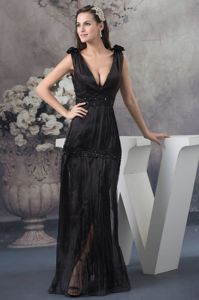 Sexy Pleated Black Plunging V-neck Mother of the Bride Dresses with Beading
