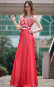 Column/Sheath Mother Of The Bride Dress Red V-neck Chiffon Sleeveless Floor Length Side Zipper